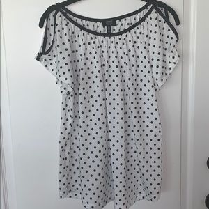 EUC Jones New York white & black polka dot top
